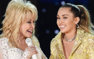 VIDEO: Dolly Parton Brings Miley Cyrus on stage for 2010 'Jolene' Duet